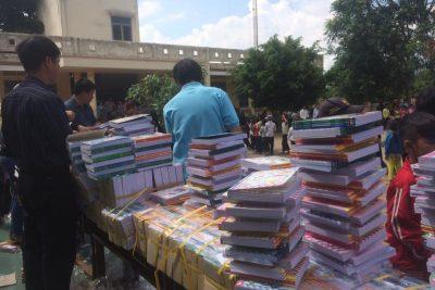 Đoàn từ thiện TP Hồ Chí Minh tặng hơn 5000 cuốn vở, 3000 cây bút cho học sinh chuẩn bị năm học 2017-2018