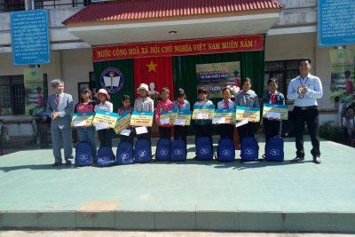 Tập đoàn viễn thông quân đội tặng học bổng cho học sinh nghèo vượt khó